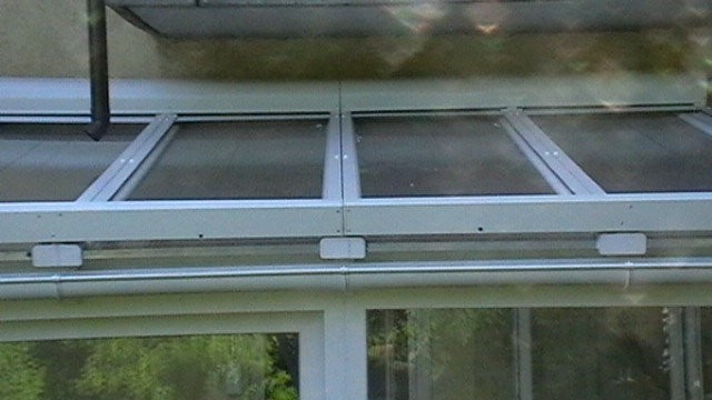 Télikert tető árnyékolása redőnnyel