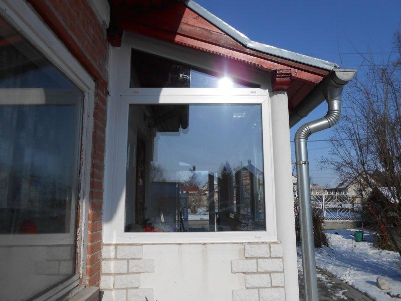 Terasz lezárás alakos fix ablakkal